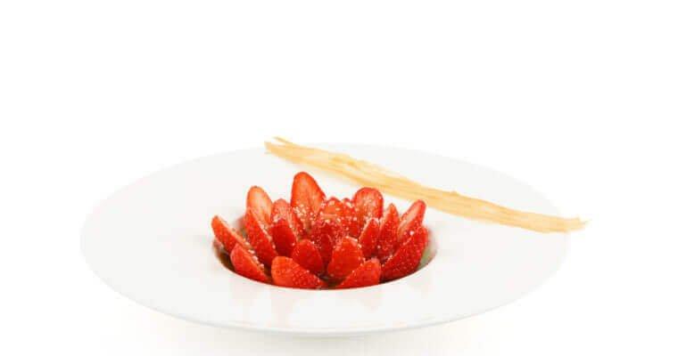 Salade de fraises* et sa Liqueur de Basilic Garden Party®