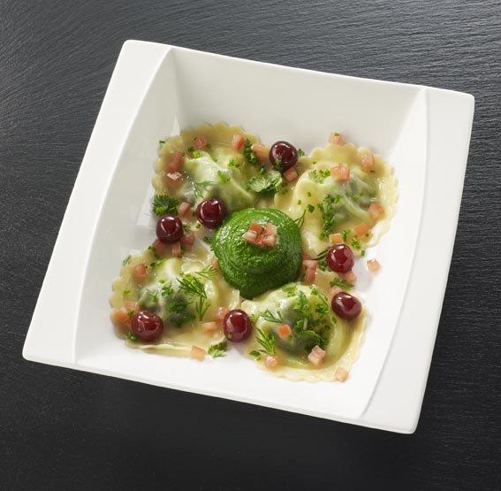Ravioles d'escargots de Bourgogne, purée de persil, Griottines La Bleue®