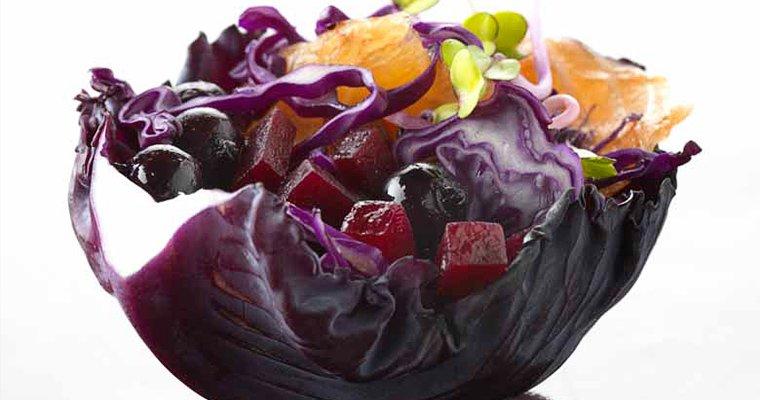 Salade de chou rouge, betteraves, saumon, Cassis Peureux®