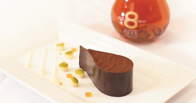 Enrubanné de Chocolat au Praliné, coulis de poire Golden Eight®