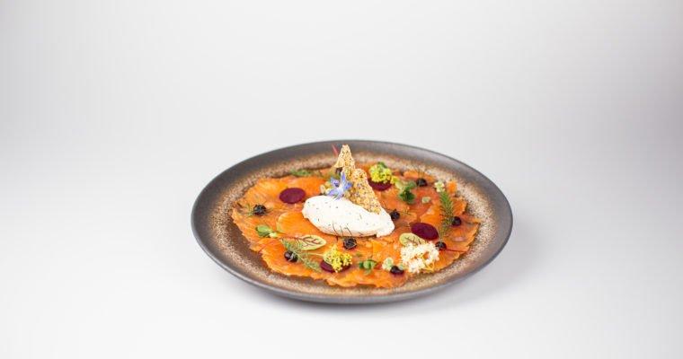 Gravlax de Truite de Mr Parrain au Kirsch de Fougerolles AOC, crème fouettée au raifort